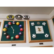 SPECCLOCK2 Oak Frame with Pool Balls & Green Felt Background.