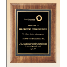 P3150 Solid American walnut plaque with a black florentine border and black textured center.